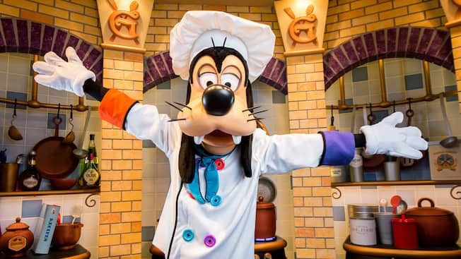 hotels with kitchen in los angeles cart on sale goofy s dining restaurants disneyland hotel