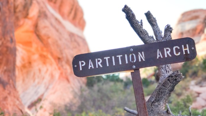 Trail sign to Partition Arch