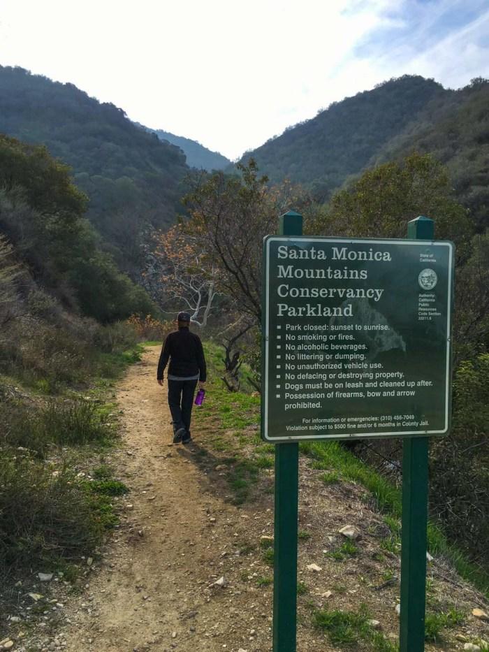 Trailhead to the La Tuna Canyon Trail