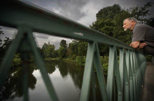 Manfred Steinmetz an der Erleninsel in Waiblingen, wo die Remsterrassen für die Remstal-Gartenschau entstehen sollen. Foto: Gottfried Stoppel