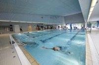 Das Hallenbad Cannstatt verfgt ber ein 25 Meter langes ...