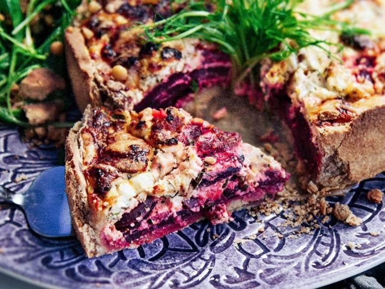 Rödbetspaj med fetaost, honung och basilika - Recept - Tasteline.com