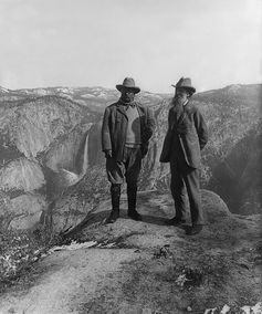 President Theodore Roosevelt and naturalist John Muir on Glacier Point, Yosemite National Park, 1906. Photo: Library of Congress/Wikipedia