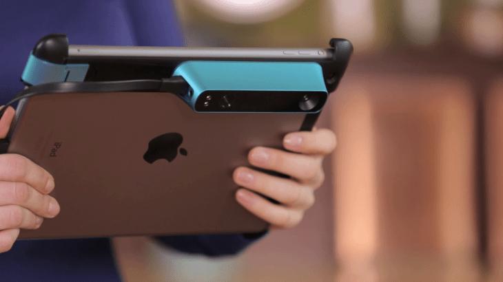 El sensor 3D, ensamblado en un iPad