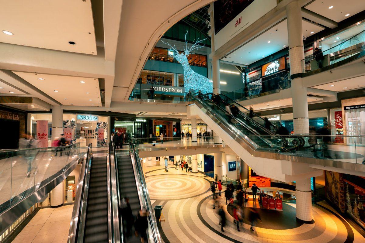 Grandi magazzini metà dello shopping