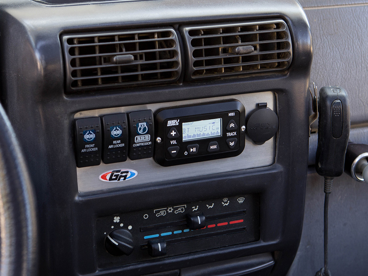 shown installed in a jeep wrangler tj using the genright aluminum radio plate  [ 1200 x 900 Pixel ]