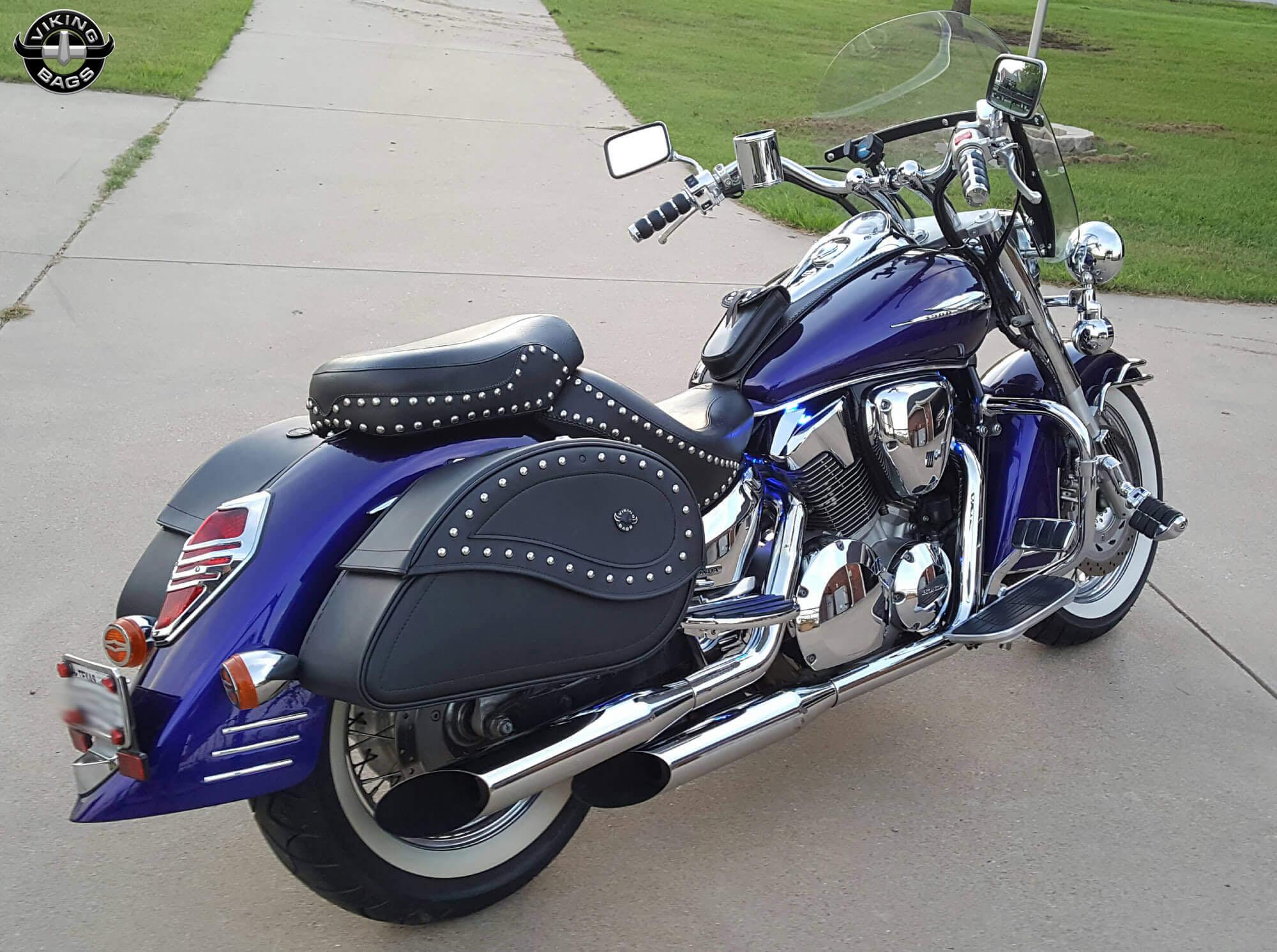michael s 03 honda vtx 1300 w ultimate shape studded saddlebags [ 2000 x 1491 Pixel ]