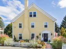 Five Cute Yellow Houses in the Suburbs to See This Weekend ...