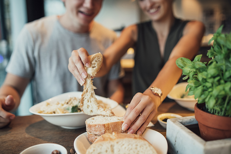 Brigham and Womens Researchers Find Moderate Carb Intake