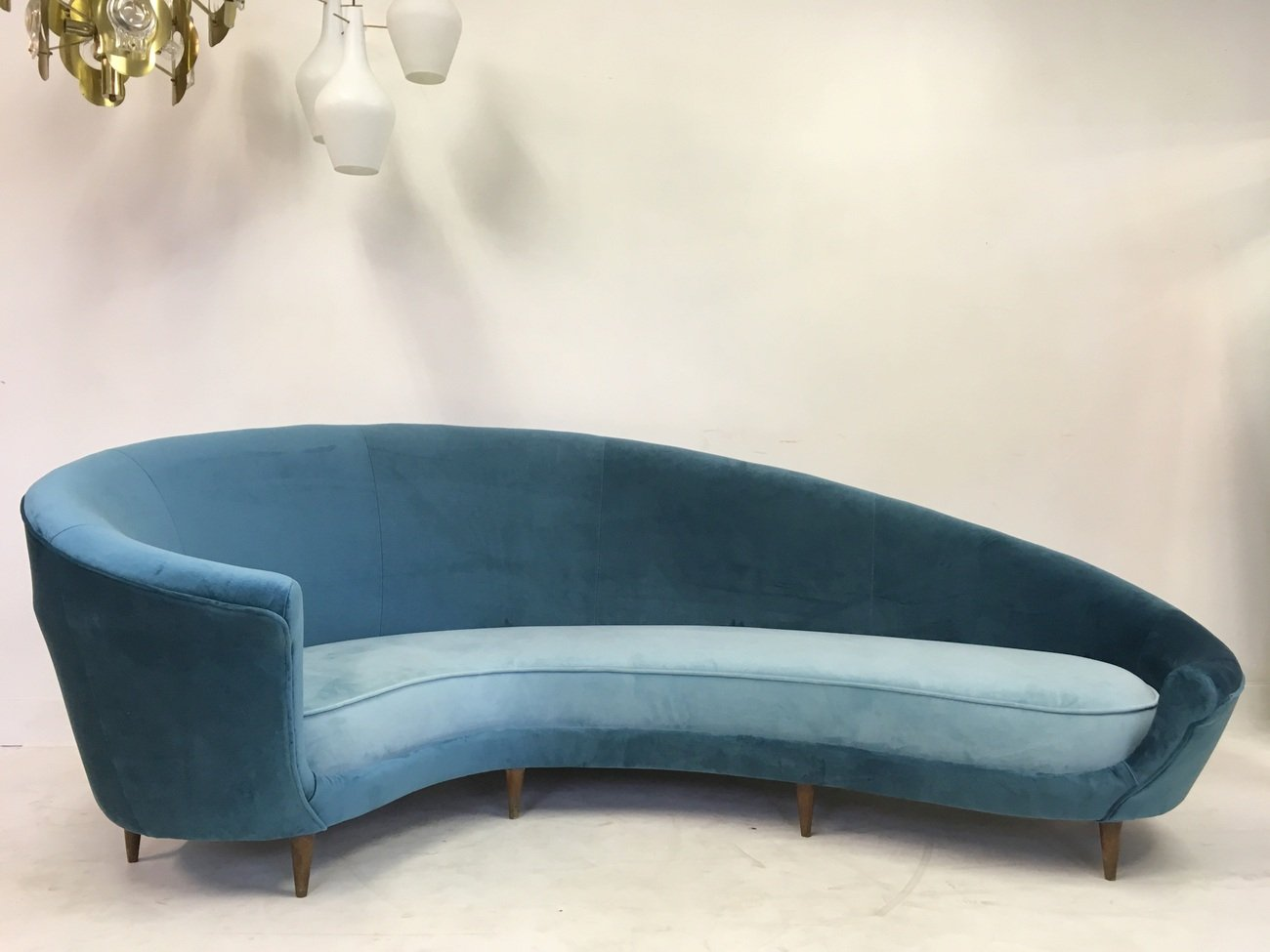Italian Curved Velvet Sofa 1950s for sale at Pamono