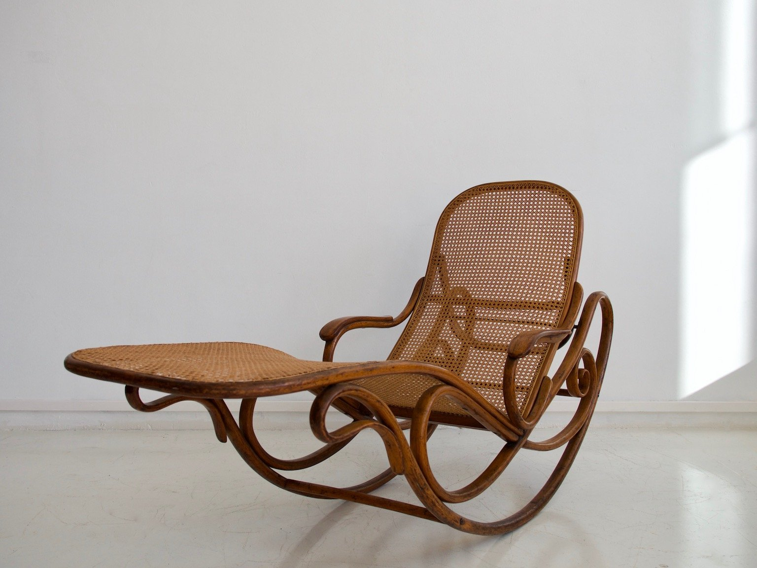 antique rocking chair price guide chairs for kitchen island model 7500 from thonet sale at