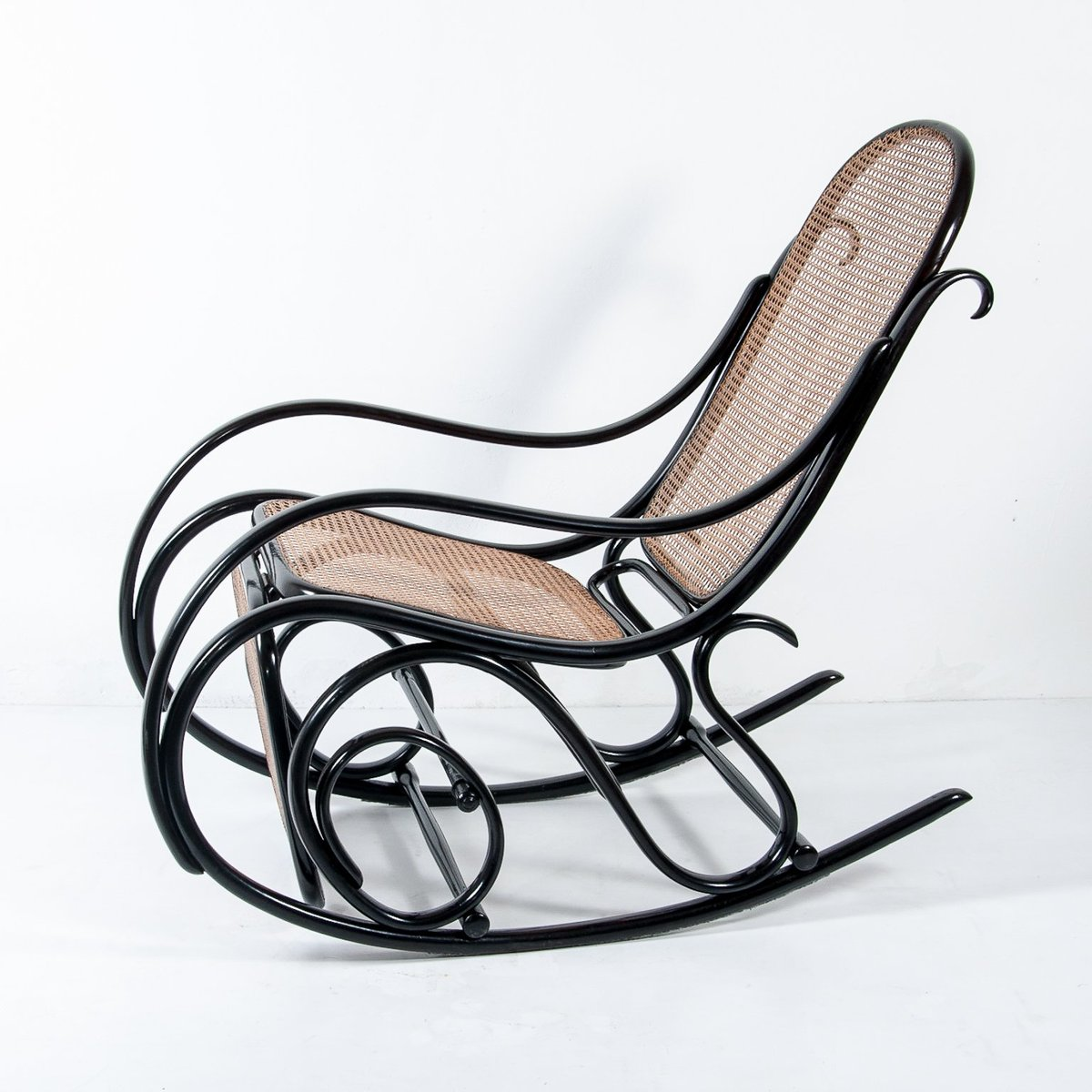 rocking chair footrest antique bentwood chairs no 10 with from thonet for