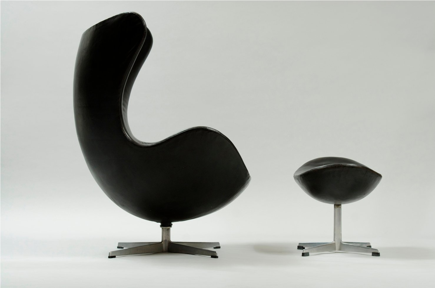 Egg Chair Buy Egg Chair And Ottoman By Arne Jacobsen For Fritz Hansen
