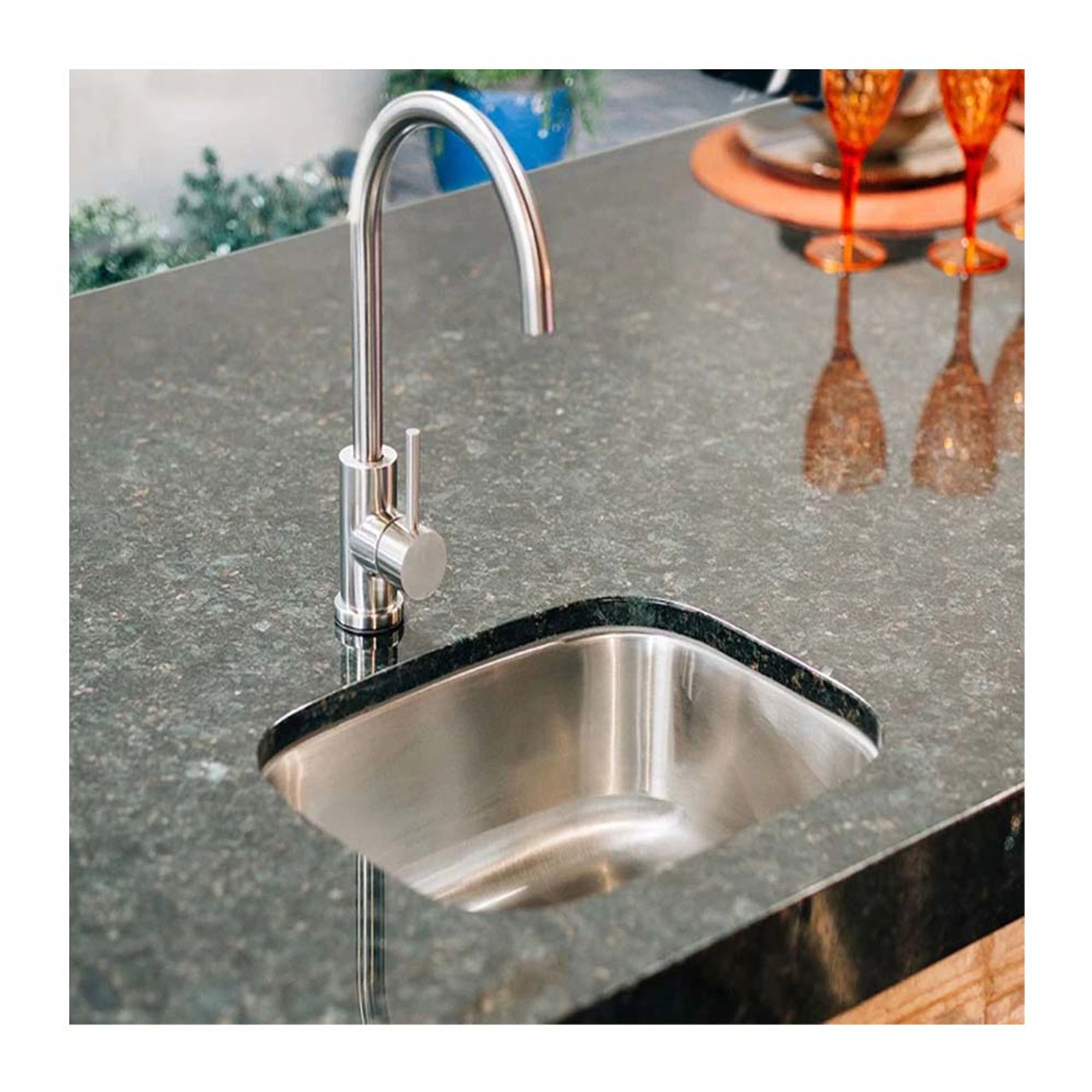 19x15 stainless steel undermount sink 360º hot cold faucet summerset grills