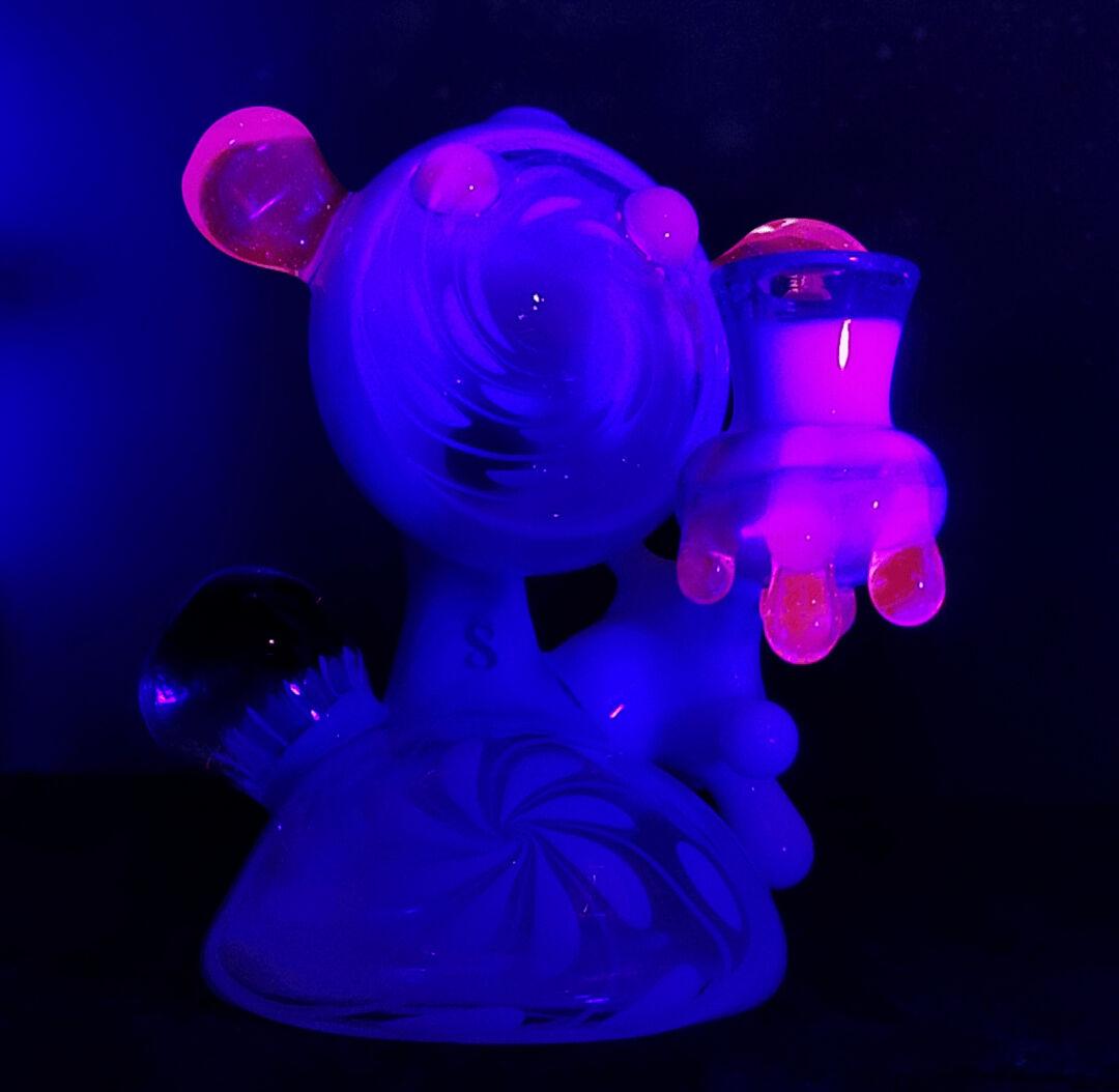 UV Reactive Glass