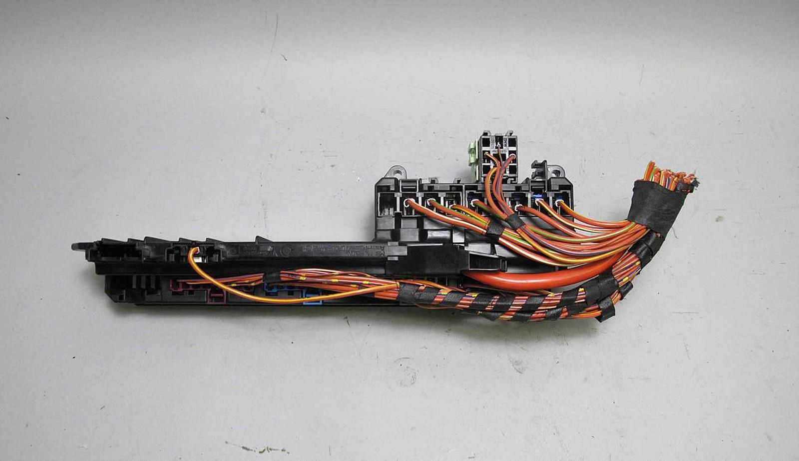 small resolution of bmw e60 5 6 series e63 interior glove box front fuse box panel 2004 bmw 630i fuse box