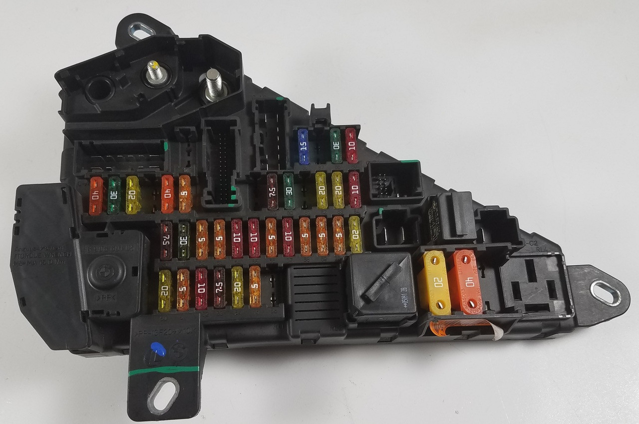 small resolution of bmw e60 550i 530i 525i rear trunk power distribution fuse panel 6906601
