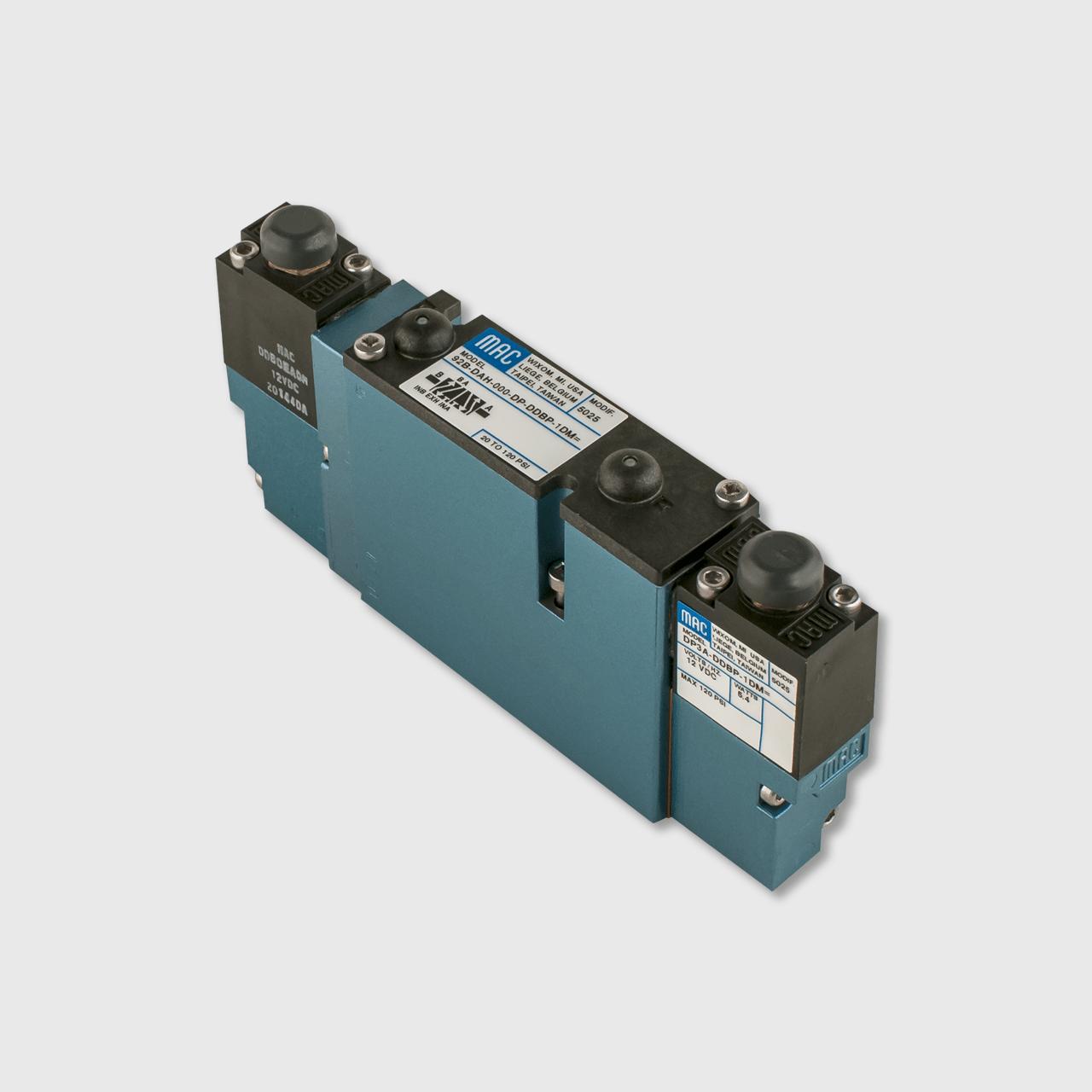peterbilt circuit breaker [ 1280 x 1280 Pixel ]