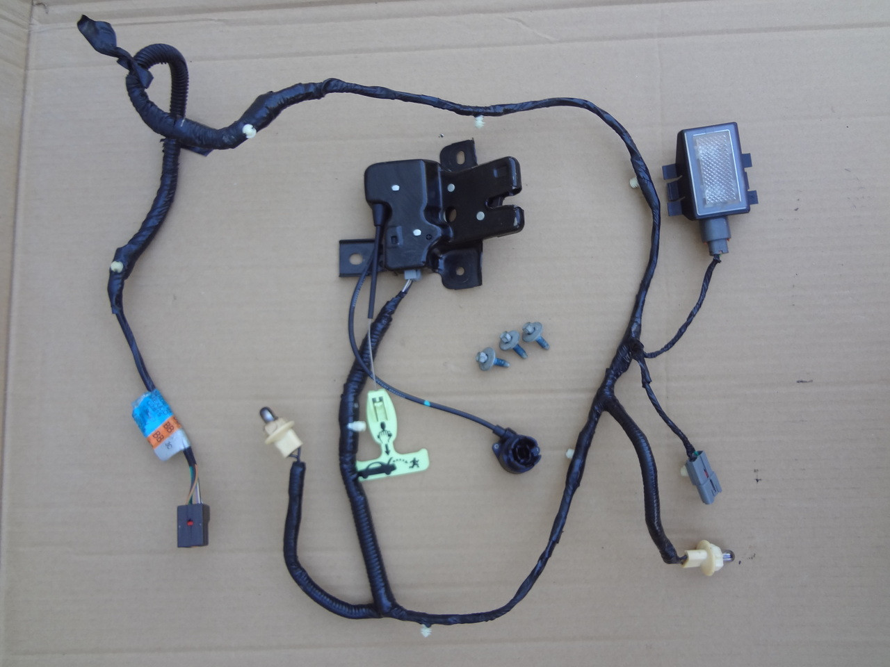 hight resolution of 2003 2004 mustang cobra trunk latch light wire harness 3r3v 14290 g2816