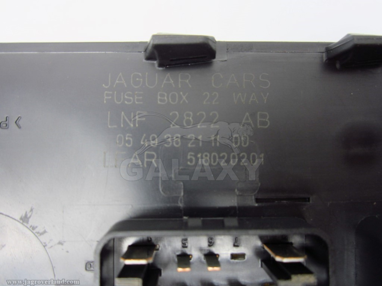 small resolution of  98 03 xj8 trunk mounted rear fuse box module lnf2822ab
