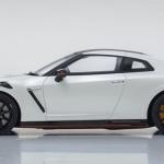 1 18 Kyosho 2020 Nissan Skyline Gt R Gtr R35 Nismo White Car Model Livecarmodel Com