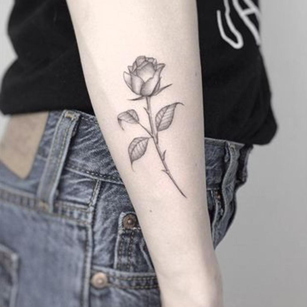 Tatouage Rose Côté  Ces Tatouages De Rose Qui Ne Faneront