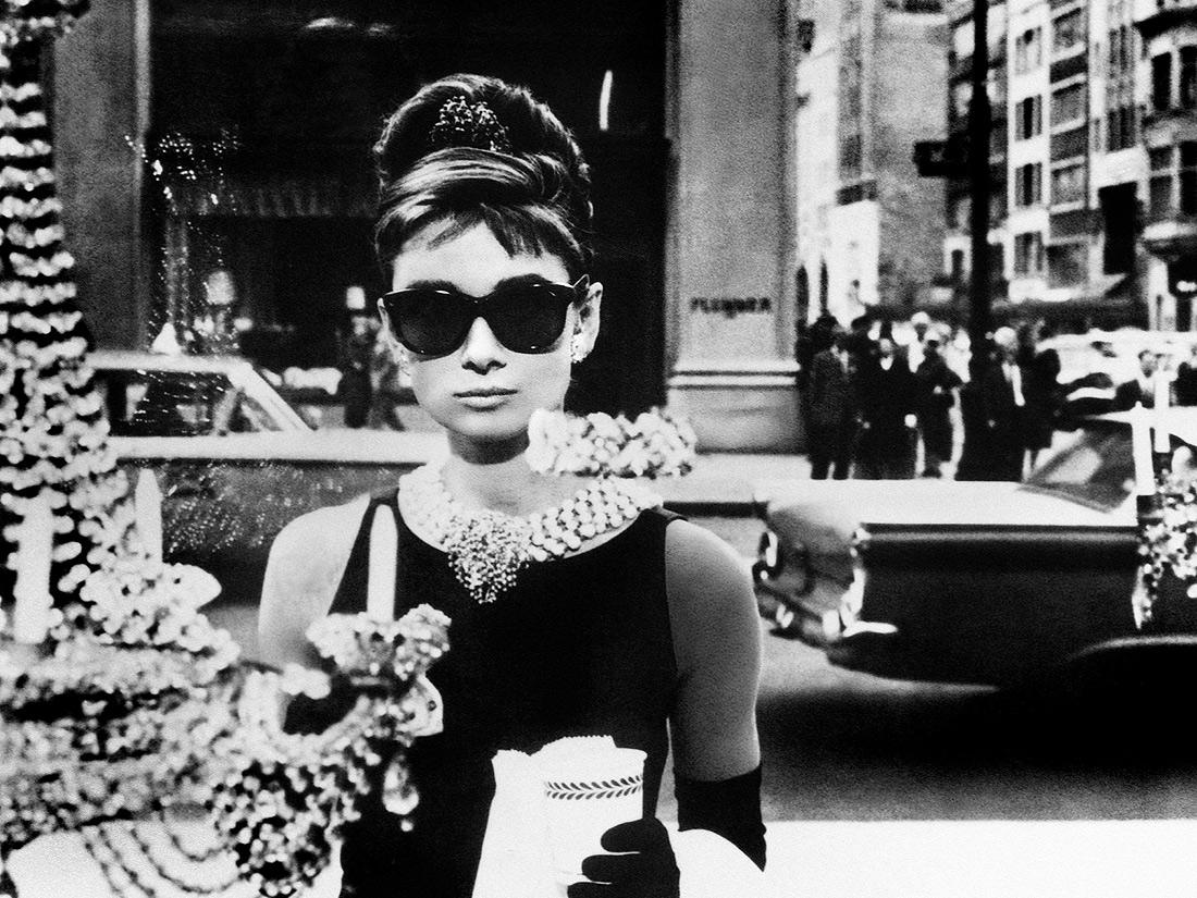 Audrey Hepburn Dans Diamants Sur Canap 1961 Les
