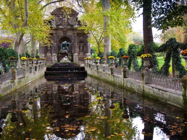 Face La Fontaine Dicis Au Jardin Du Luxembourg - Paris En Amoureux Les Jolies