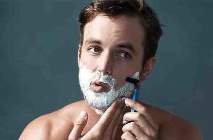 你鬍子刮對了嗎?「刮鬍六訣」這樣刮才能又順又不傷皮膚!   manfashion這樣變型男
