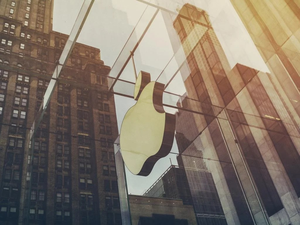 apple delivers big q3