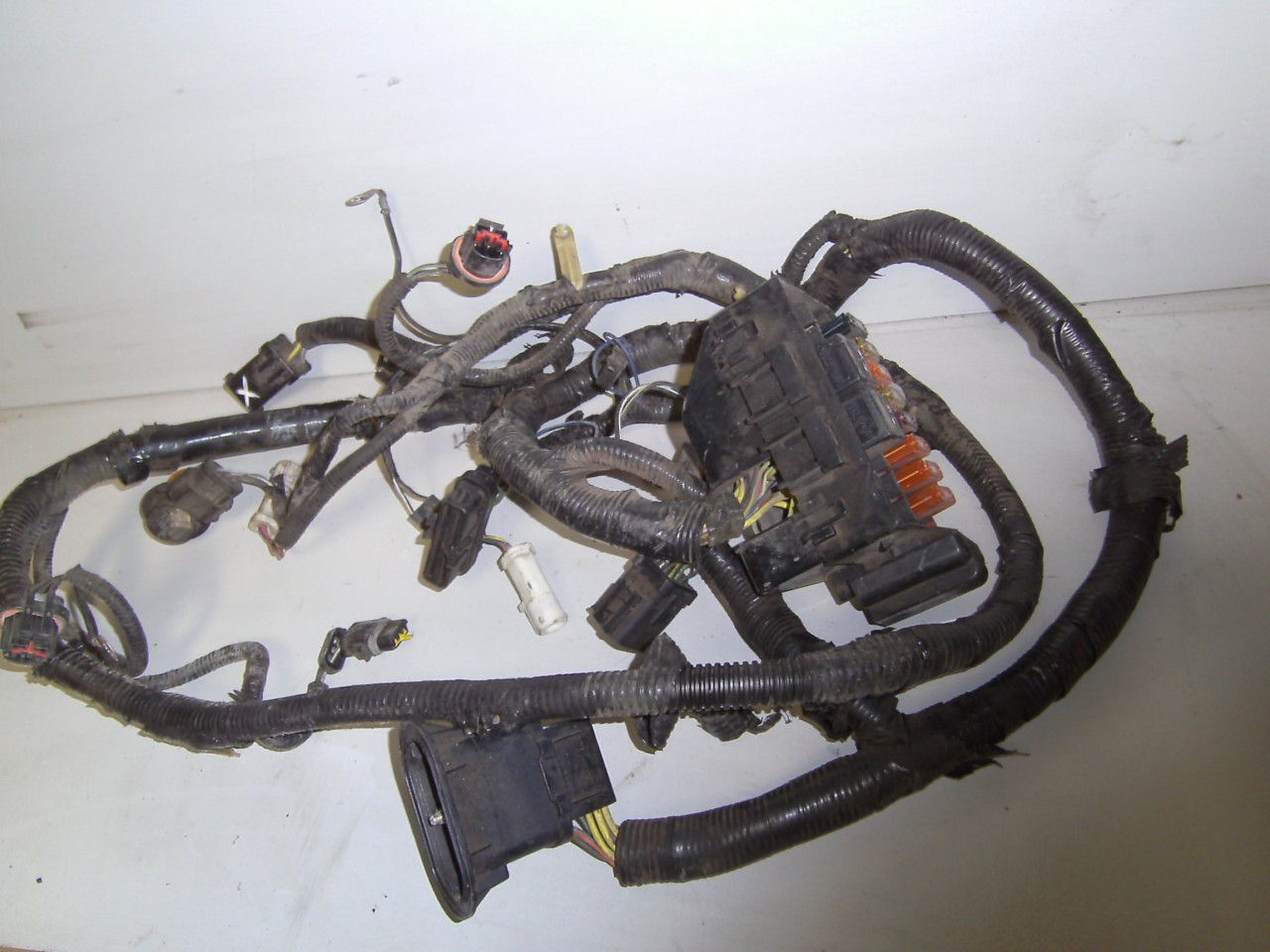 hight resolution of 1996 1998 ford mustang 3 8 engine bay fuse headlight wire harness 4 6 price 49 99 image 1