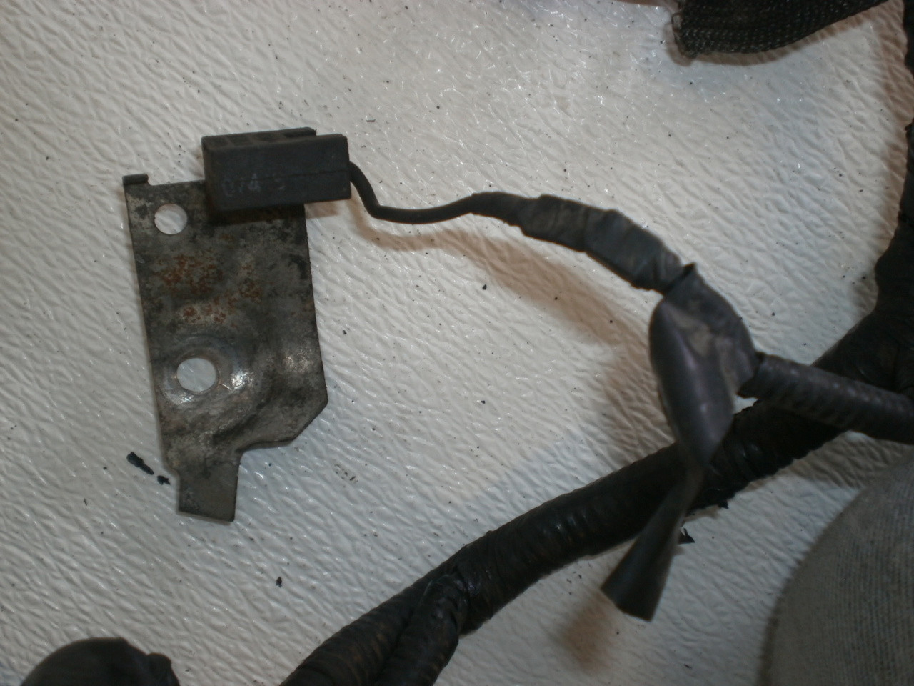 small resolution of 1999 2001 ford mustang 4 6 sohc engine fuel injection wire harness loom xr33 9d930 larger more photos