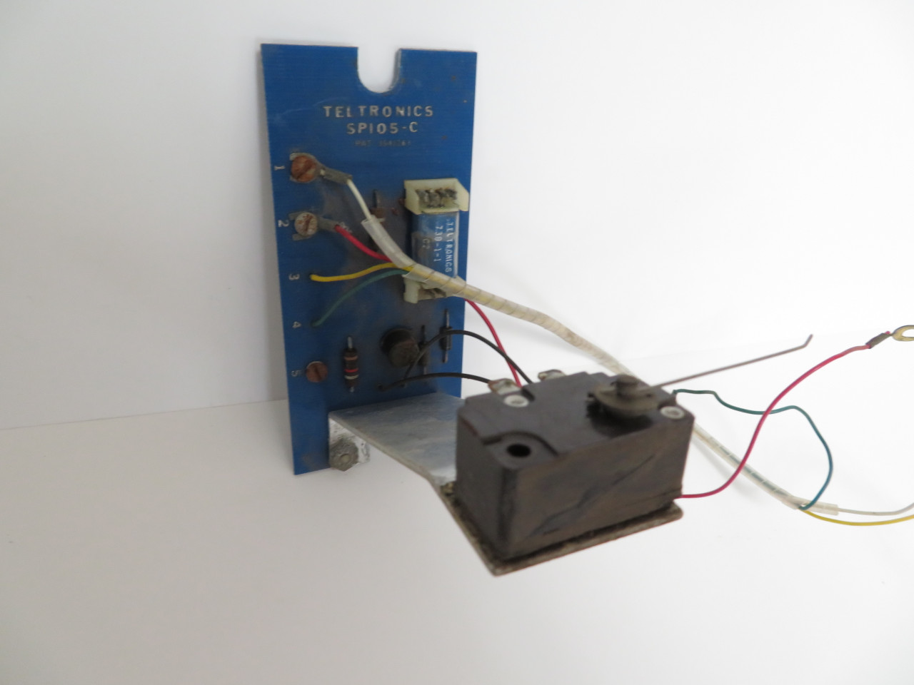 hight resolution of teltronics sp 105 coin relay 3 slot payphone3 slot payphone image 1 loading zoom