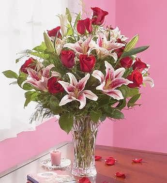 dozen rose lily bouquet