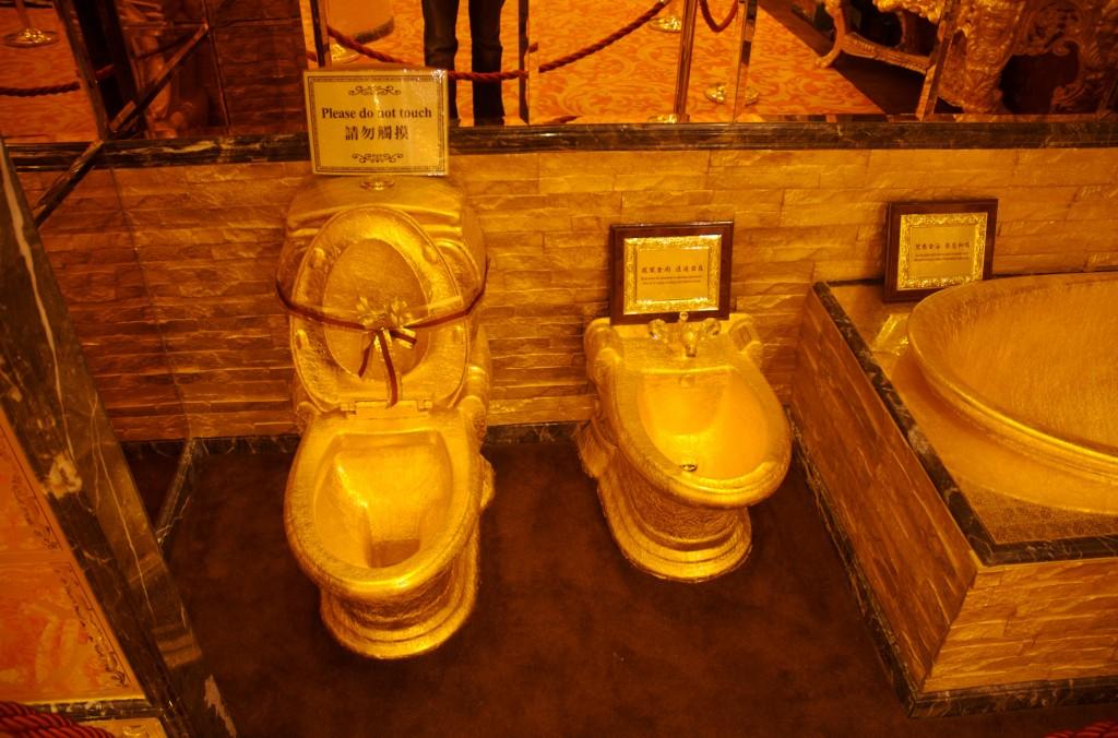 golden-bathroom