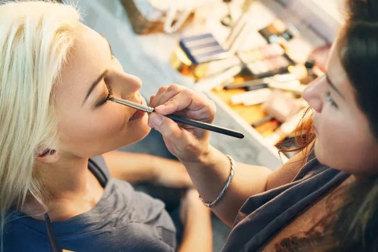 Beautybehandeling: huidverzorging en make-up advies (1p)
