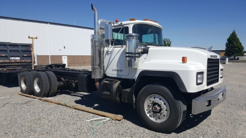 small resolution of mack dm dump truck
