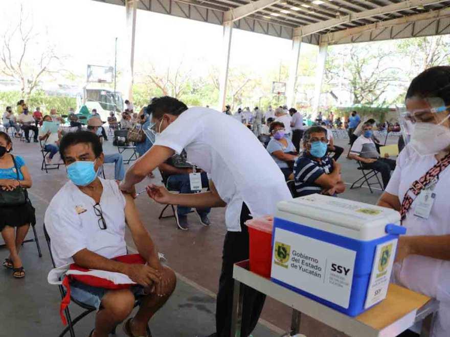 Aplicación de la vacuna contra covid en Yucatán / Foto: FLOR CASTILLO