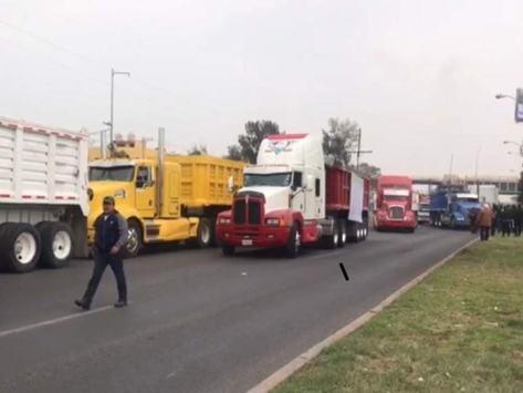 Resultado de imagen para Transportistas provocan caos al bloquear Avenida Central