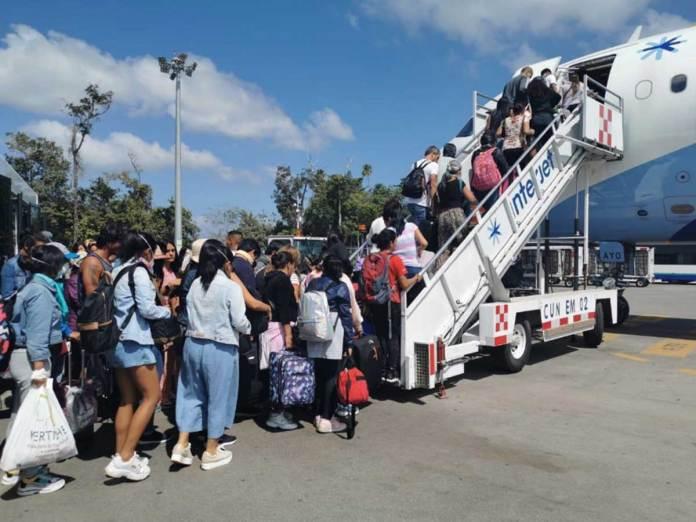 Regresa a México un primer grupo de connacionales varados en Perú