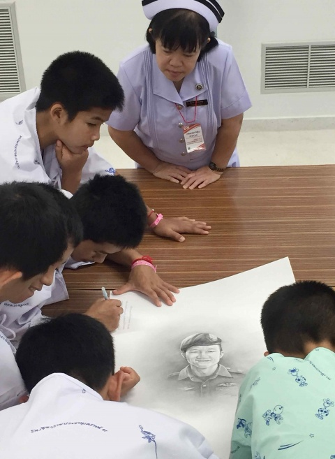 Los jóvenes y su entrenador saldrán el jueves del hospital, indicaron responsables médicos (Foto: EFE)