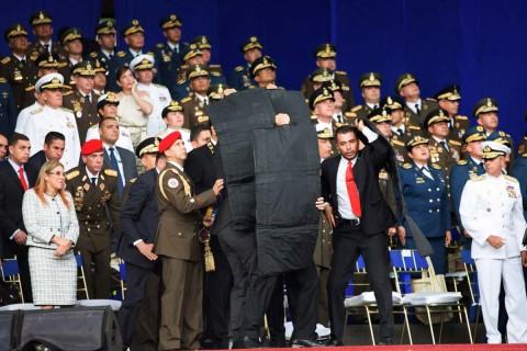 El gobierno venezolano indicó que cuando estaba finalizando el acto de conmemoración por la Guardia Nacional Boliviariana en la avenida Bolívar de Caracas, se escucharon unas detonaciones. Foto Twitter: @XHespanol