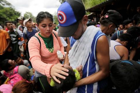 """Los migrantes hondureños afirman: """"Nosotros estamos muriendo día tras día porque nosotros no tenemos generación de empleo y nuestros hijos se mueren día con día porque no hay comida"""". Foto: Reuters"""
