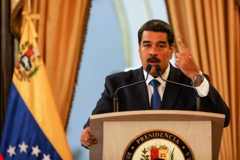 Le cortan la luz a Maduro en plena conferencia de prensa