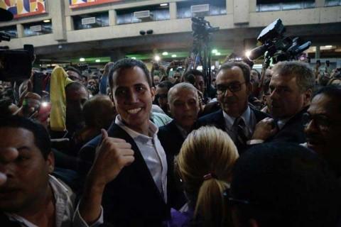 Opositor Juan Guaidó regresa sin contratiempos a Venezuela