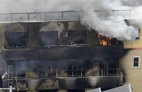 Jefe de estudio incendiado en Japón llora a empleados muertos