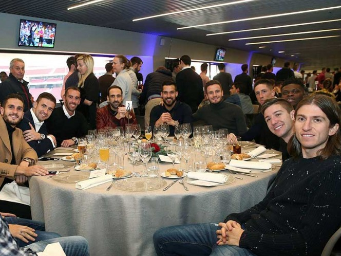 Los jugadores 'colchoneros' disfrutaron de las viandas en el nuevo estadio del equipo (Foto: @Atleti)