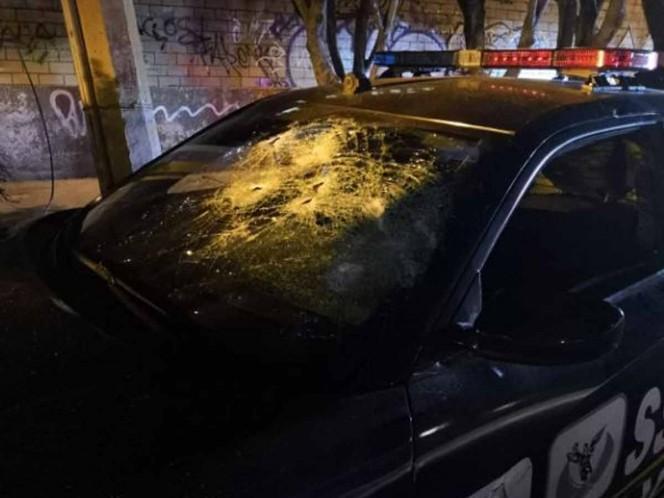 Los detenidos realizaron destrozos en la patrulla. Foto: Especial