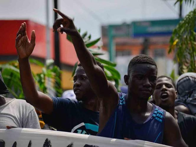 Africanos se amotinan en Tapachula; INM cancela entrega de visas