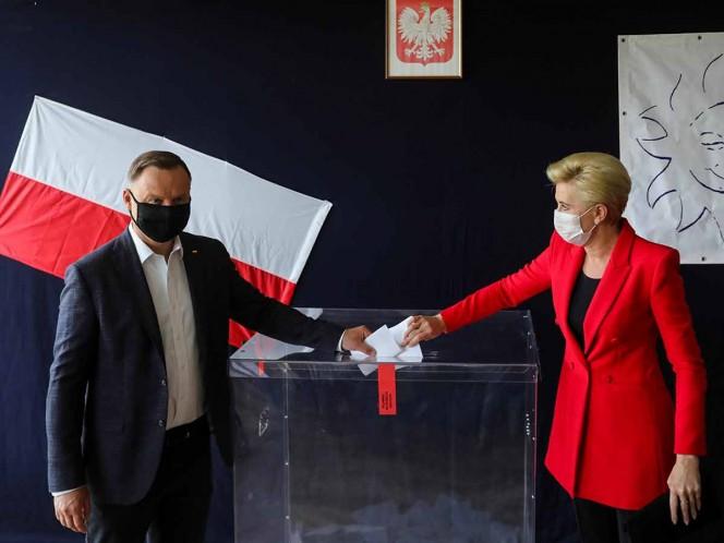 Polonia define presidente en ajustada segunda vuelta